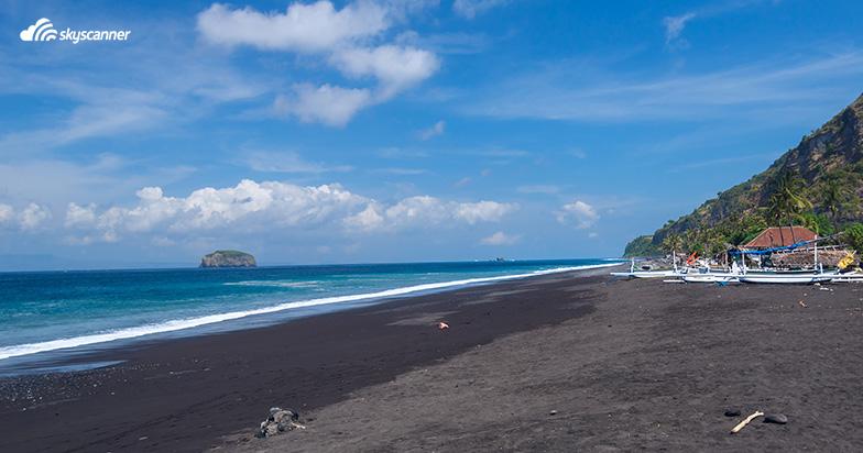 หาดทรายดำ จังหวัดตราด
