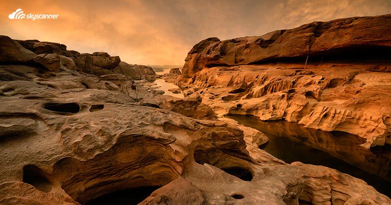หินชมนภา หาดชมดาว จังหวัดอุบลราชธานี