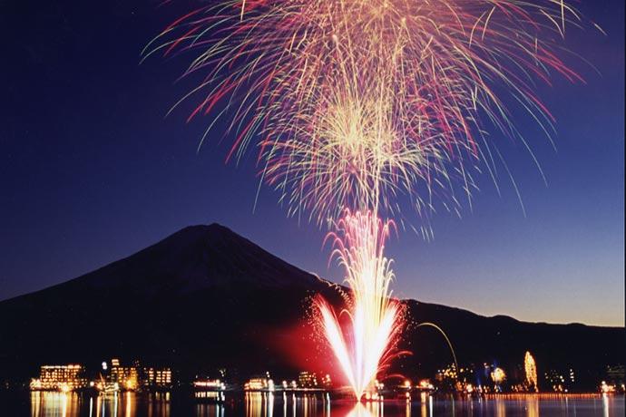งานดอกไม้ไฟฤดูหนาว ที่ทะเลสาบคาวากุจิโกะ