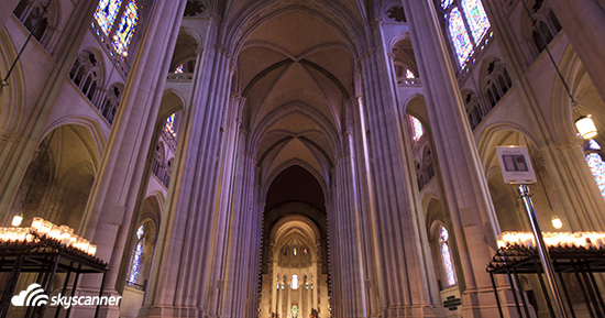 โบสถ์เซนต์จอห์น เดอะดีไวน์ (The Cathedral Church of St. John the Divine)